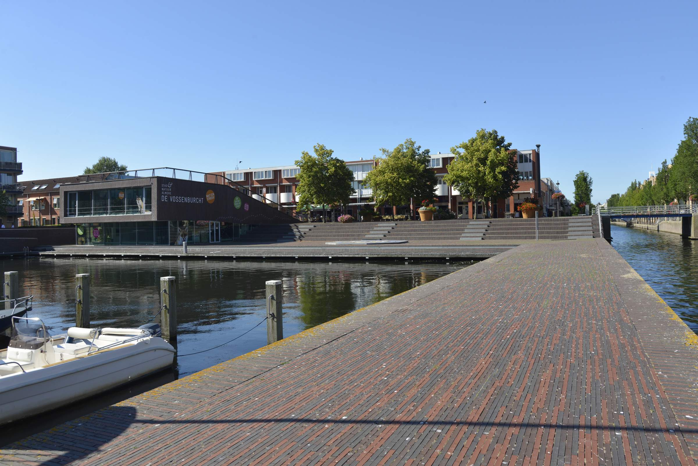 LANDLAB Weerwaterplein jetty in summer